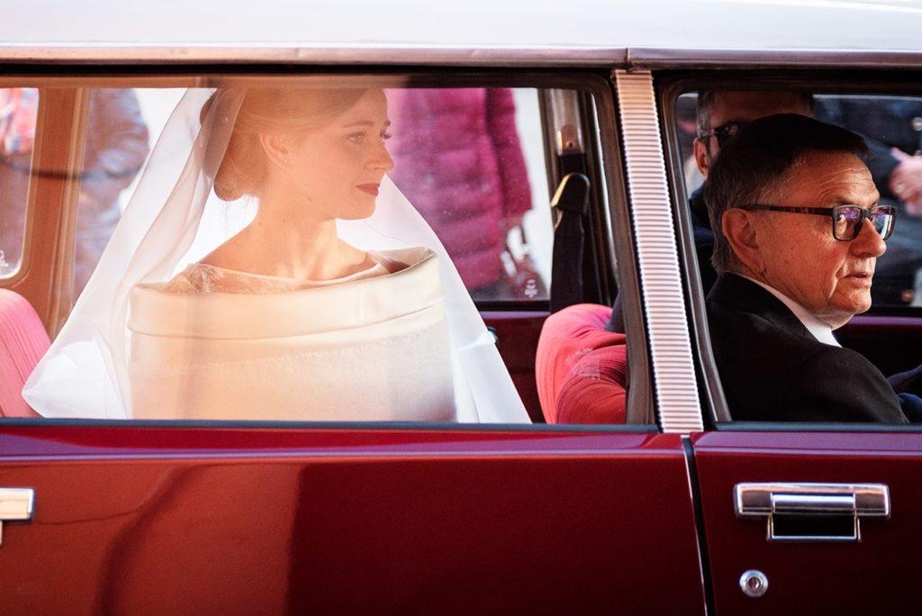 arrivo sposa macchina-epoca-matrimonio-invernale