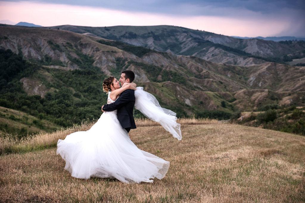 abbraccio appassionato sposi-colli-bolognesi