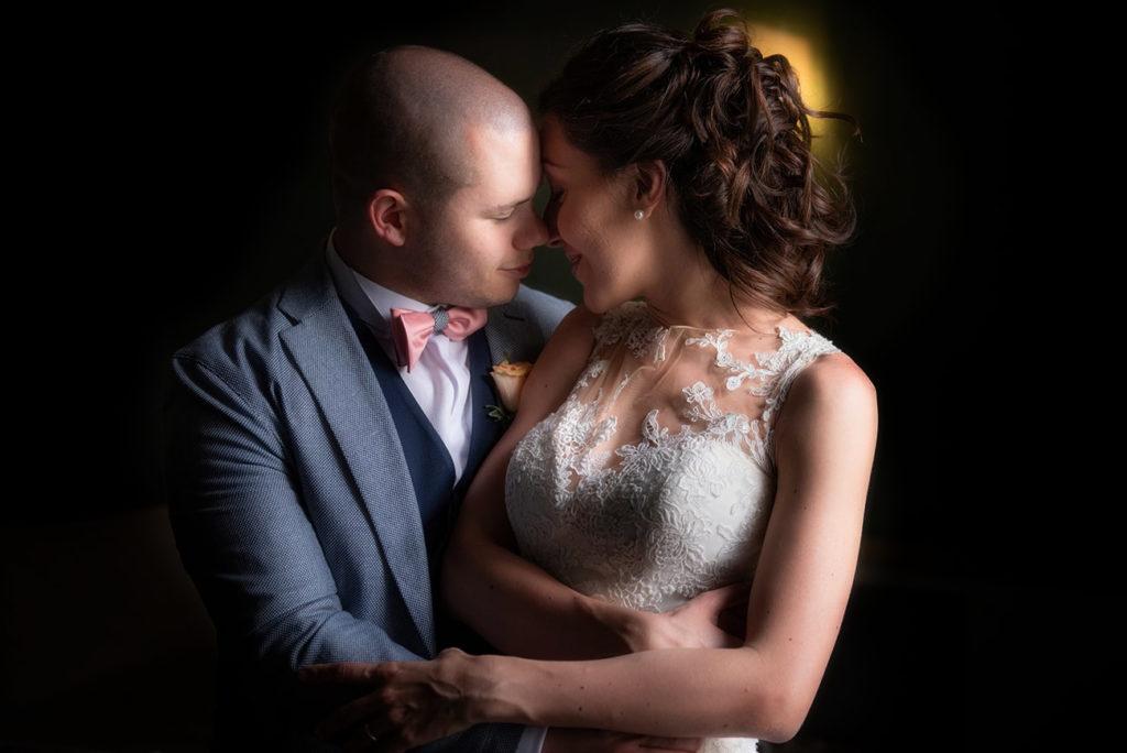immagine romantica-sposi abbracciati
