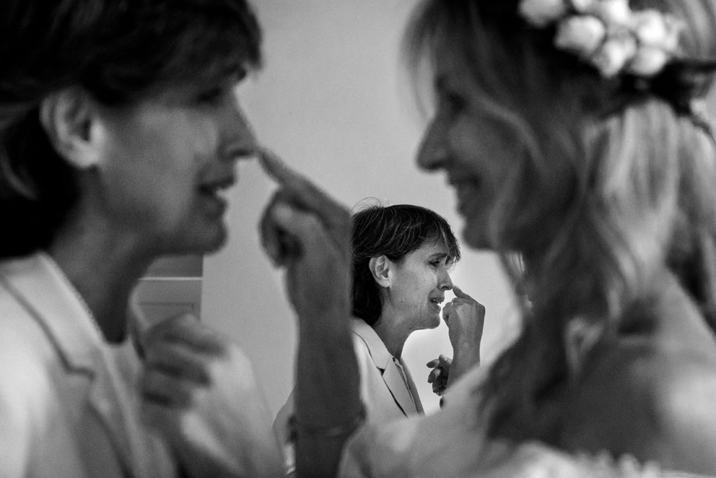 unione civile-spose emozionate -allo specchio